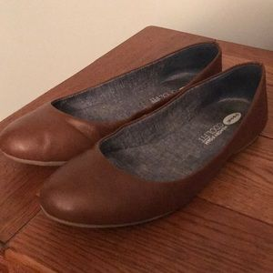 "Dr. Scholl's ""Georgie"" whiskey flats"